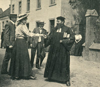 "The Clay Pastor, Emanuel Felke, on the street in front of the ""Linde"" in Repelen, 1907. The ""Linde"" was the center of the former bathing resort of Repelen around 1900."